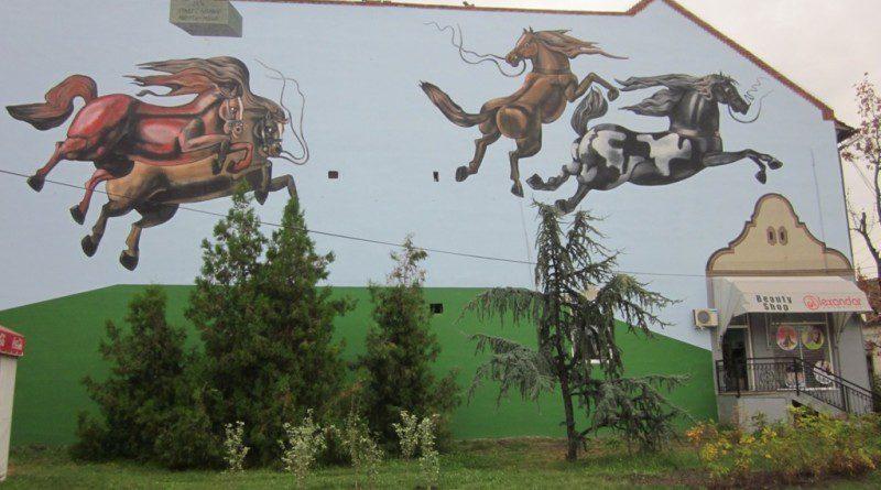 13-Obnovljeni mural cetiri konja debela