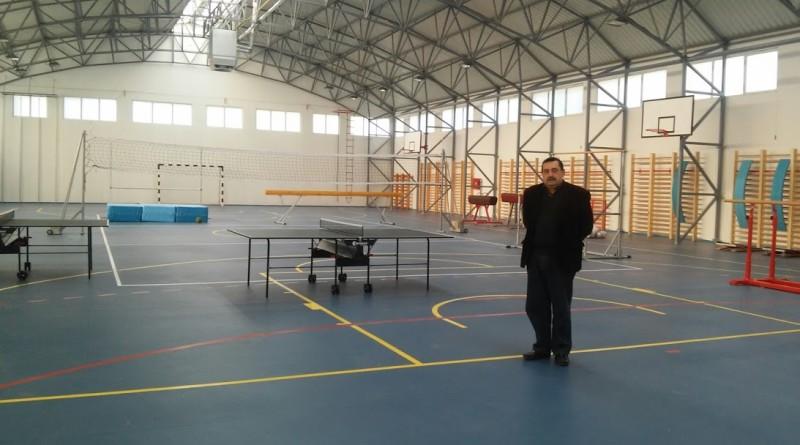 direktor skole Valeri Dragan u novoj sali