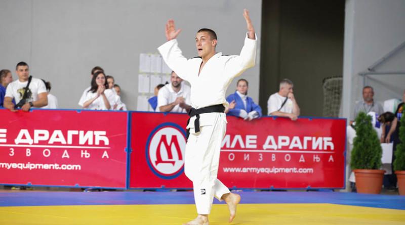 44 - 1 Dusan Saric