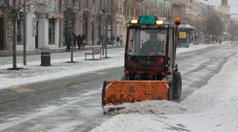njegovic drndak jovan _0001_grad sneg noc