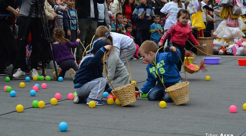 FOTOGRAFIJE: Uskršnji festival na Trgu slobode