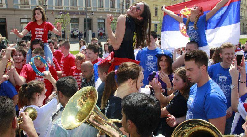MATURANTI ZRENЈANINSKE GIMNAZIJE: Proslava mature u centru