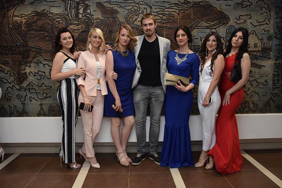 3-zajednicka fotografija u hotelu Vojvodina