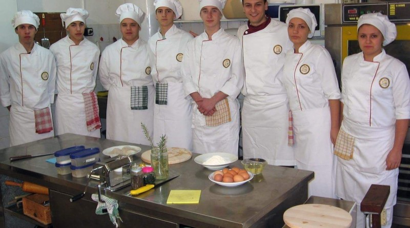 kuhinjski kalfa ek skola