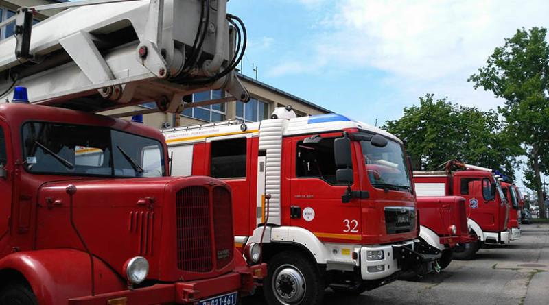 2 vatrogasna kola