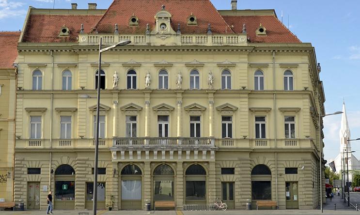 narodni muzej zrenjanin- pogled sa trga - smanjena