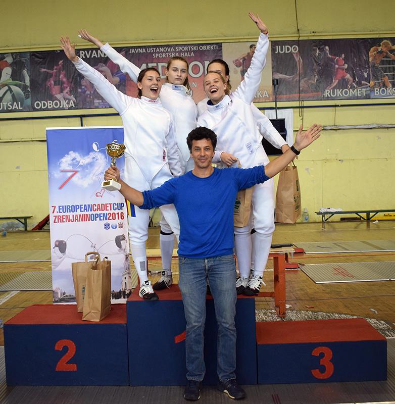dsc_0704-pobednice-rumunke-sa-trenerom