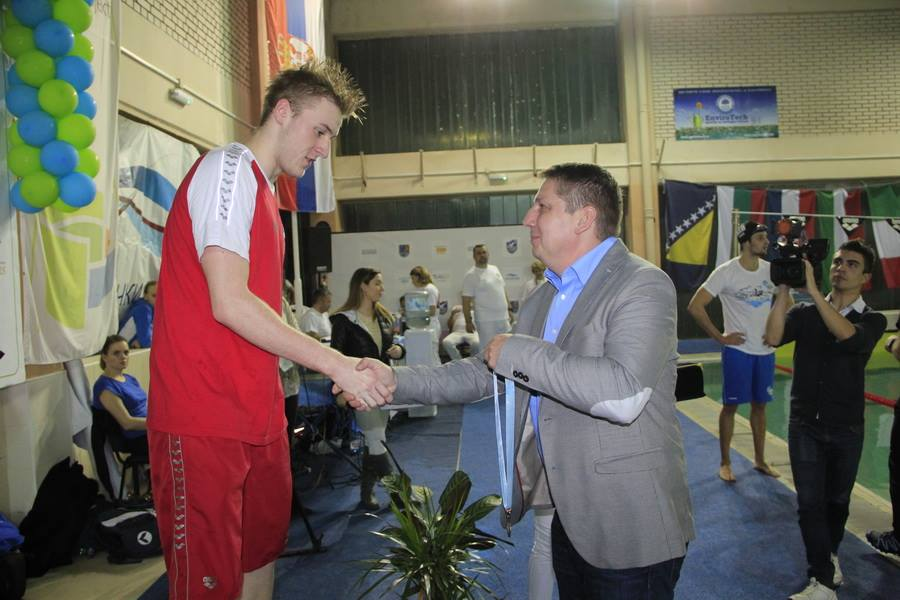 santovac-daje-medalju