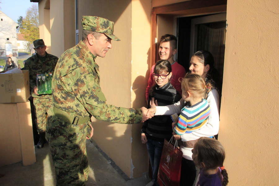 vojska-srbije-pomoc-socijalno-ugrozenima-0002