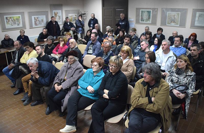 Tribina odrske Jankovicu publika