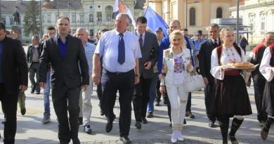VOJISLAV ŠEŠELJ PORUČIO ZRENJANCIMA: Jedino ja mogu da pobedim Vučića