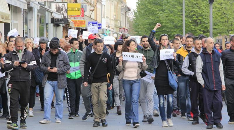 3 - 2 - protesti
