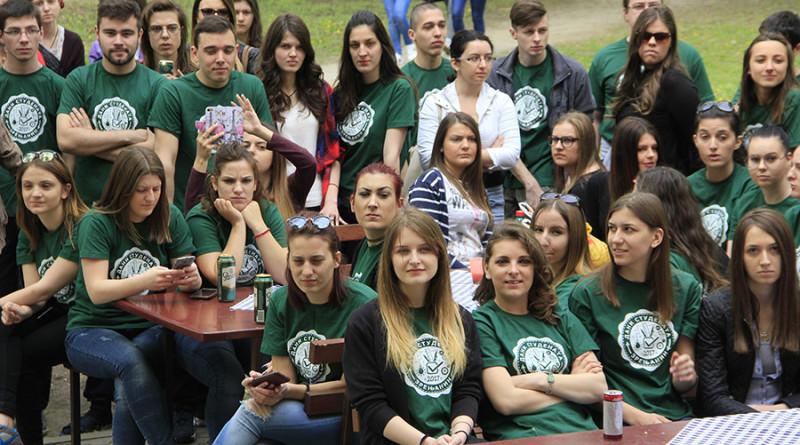 6-1a-studenti vole svoj dom