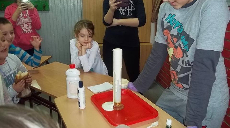 19-1a-klub roditelja i nastavnika-naucni klub u Njegosu