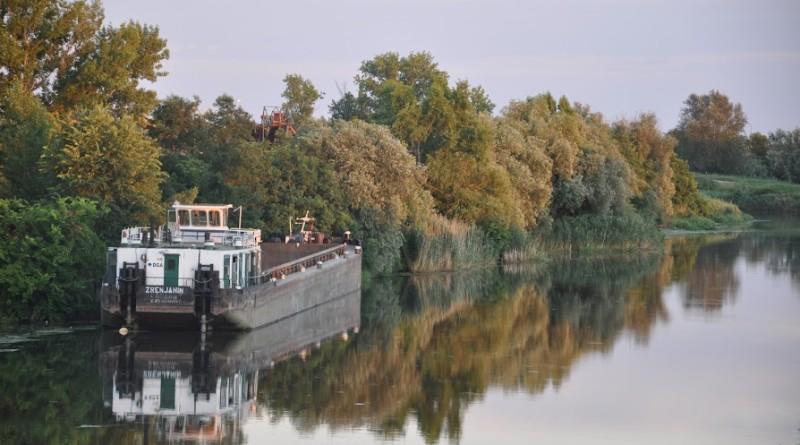 3-slep brod reka zrenjanin