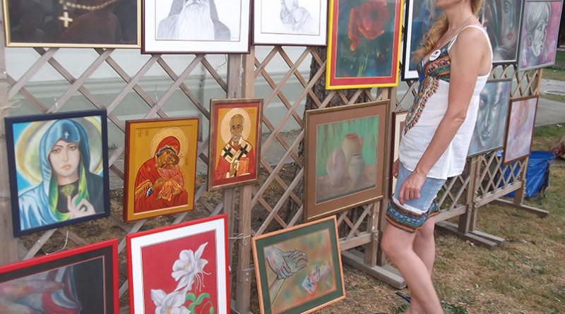 Orlovat Radmila Milin pored svojih radova