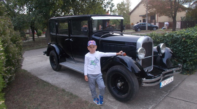 NEOBIČAN POKLON DEDE UNUKU ZA ROĐENDAN: Vožnja u oldtajmeru