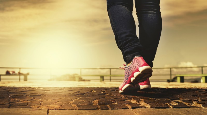 walking-2635038_1280