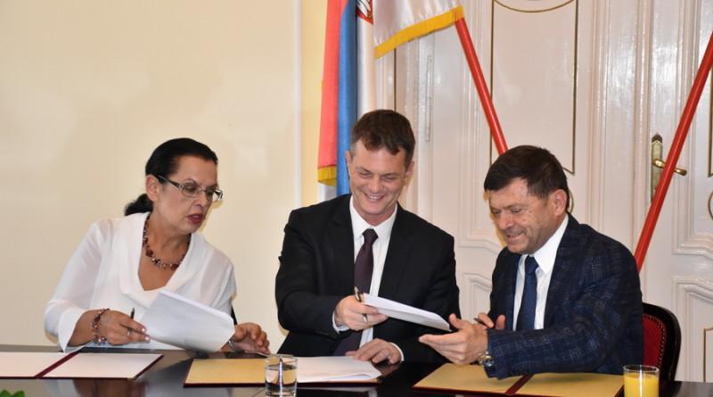 potpisivanje ugovora 002