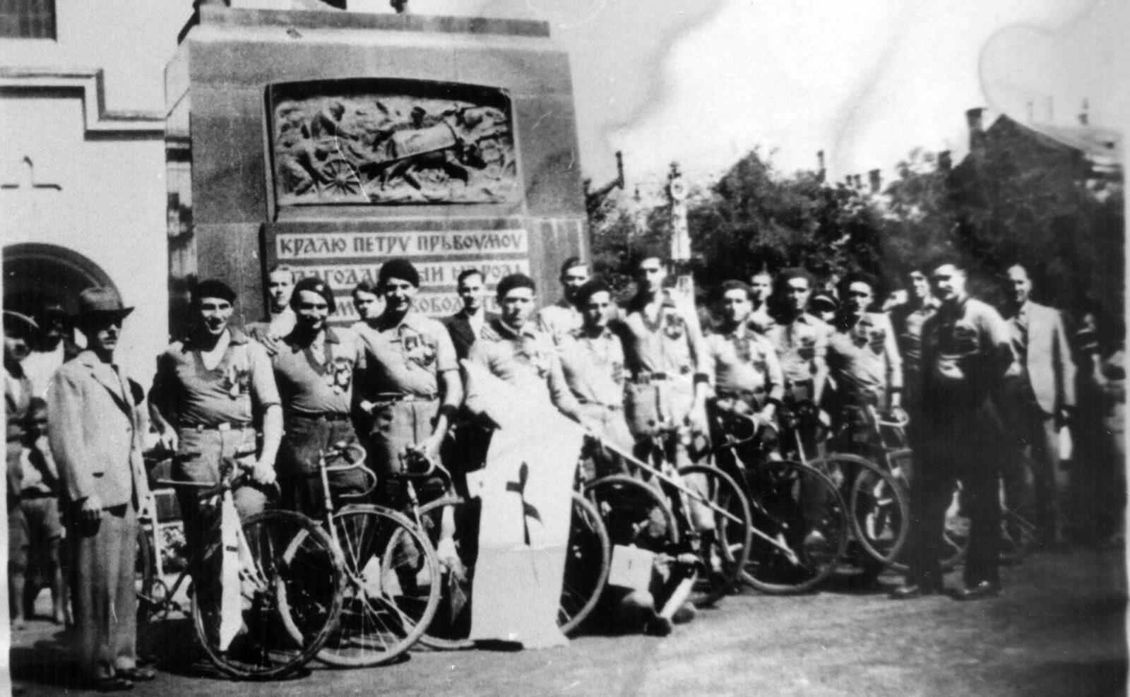 11 - 1 C biciklisti na u centru