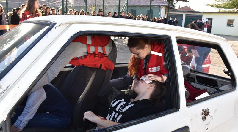 SIMULIRANA SAOBRAĆAJNA NESREĆA SREDNJOŠKOLCIMA: Opomena i apel budućim vozačima