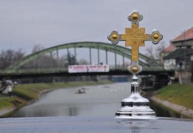 NA BOGOJAVLJENJE U ZRENJANINU: Vitezovi iz Zrenjanina i regiona plivali za časni krst