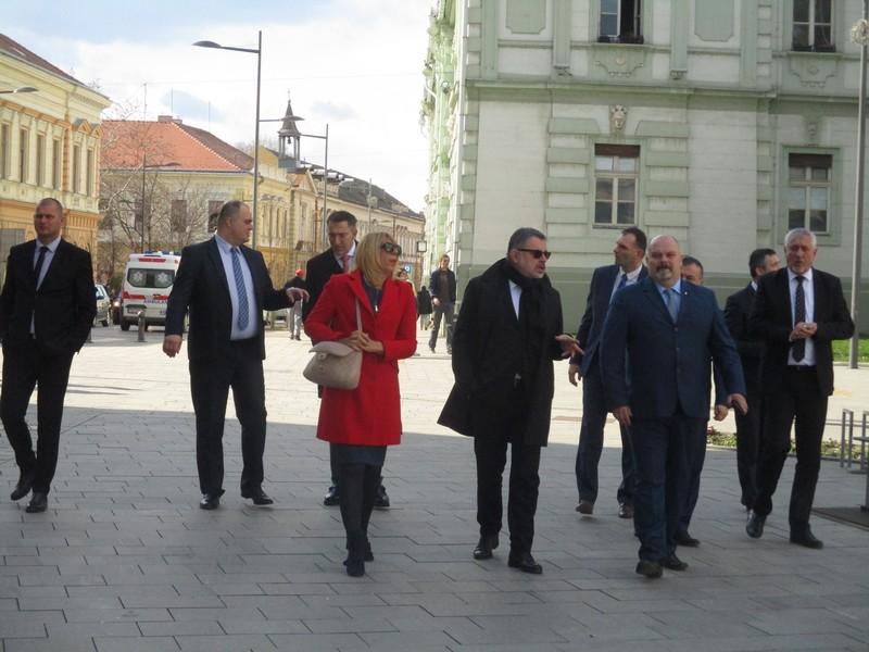 Ambasadro Micunovic 2
