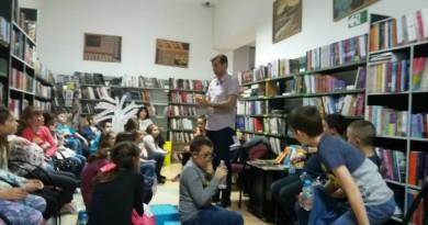 """""""PESNIČKA ŠTAFETA"""": Druženje pesnika i dece u Biblioteci"""