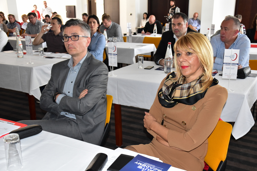 UPS poslodavci - nacelnica Okruga Snezana Vučurević sa poslodavcima