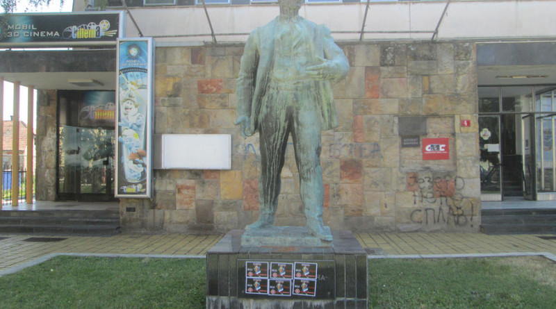 a Petrovgrad - na spoemniku Z Zrenjanina
