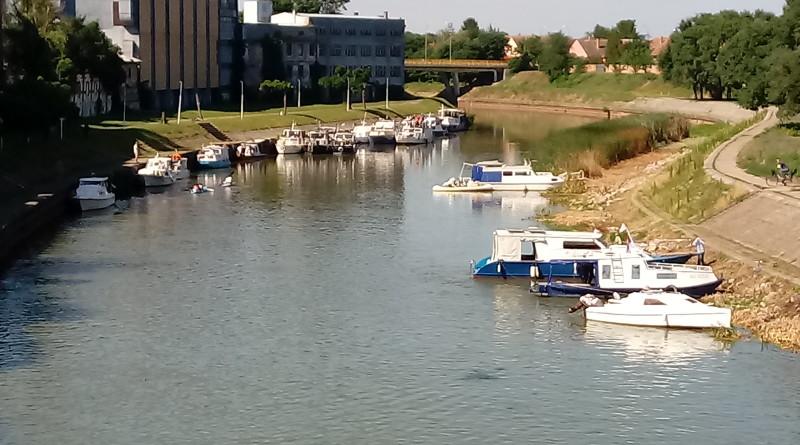 DESETA JUBILARNA REGATA VODA VOJVODINE: Veliki broj plovila juče u Zrenjaninu danas u Kleku