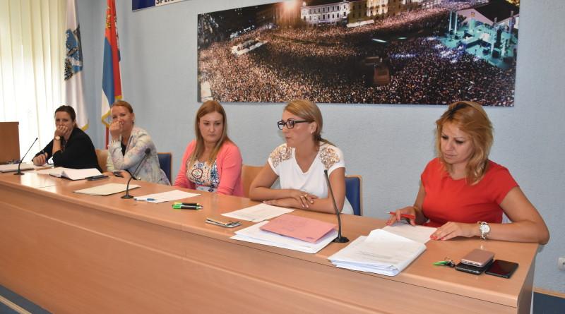 """OTVORENE PONUDA ZA ZAKUP ŠTANDOVA NA """"DANIMA PIVA"""": Zakupci renomirne pivare, bez ponuda za Trg Zorana Đinđića i luna park"""
