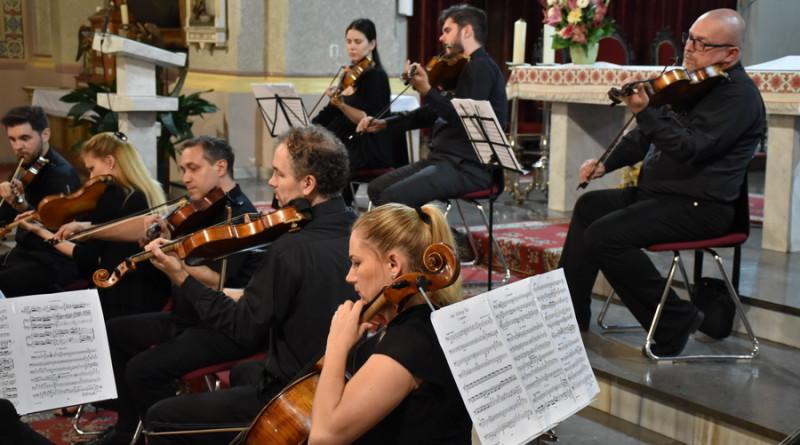 NASTUP ZRENJANINSKOG KAMERNOG ORKESTRA U RIMOKATOLIČKOJ CRKVI: Publika uživala u poznatim delima klasične muzike