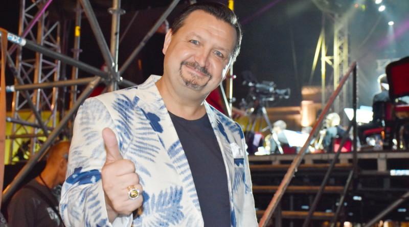 KONCERT ZRENJANINSKE FILHARMONIJE NA TRGU SLOBODE: Publika uživala u disko hitovima 80-ih