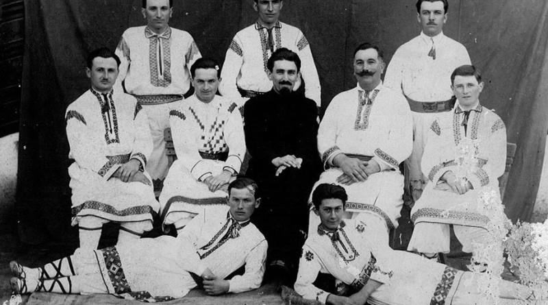 TorĂcenii au aniversat nouĂ decenii de tradiție a muzicii populare românești instrumentale