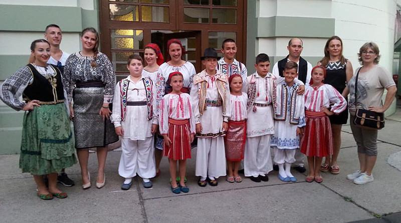 Prezentarea realizărilor artistice, a portului popular, dar şi a localități Iancov Most