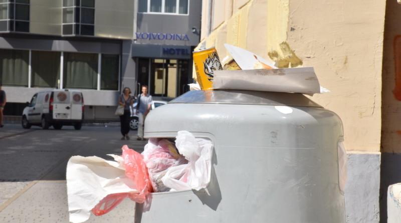 """FOTO-GALERIJA: """"Septembarski ponedeljak"""" i polomljeni mobilijar"""