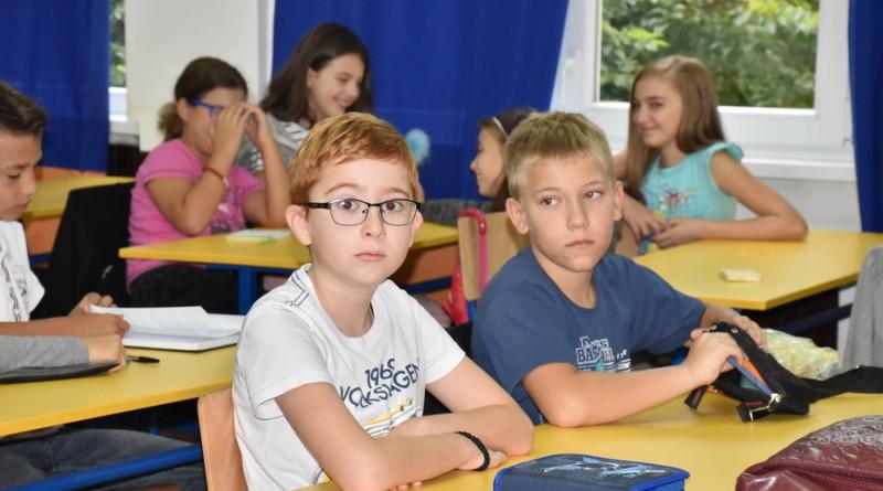 POČELA ŠKOLA: Radost za najmlađe đake
