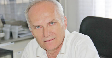 "MILAN BJELOGRLIĆ, DIREKTOR BIBLIOTEKE ""ŽARKO ZRENjANIN"" U SUSRET SAJMU KNjIGA"