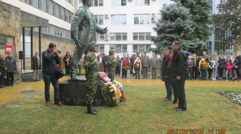OBELEŽEN DAN OSLOBOĐENJA GRADA U DRUGOM SVETSKOM RATU: Venci na spomen obeležje borcima Crvene armije i spomenik Žarku Zrenjaninu