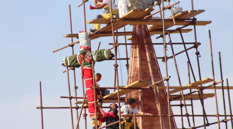 FOTO-GALERIJA: Postavljanje krsta na vrh katedrale