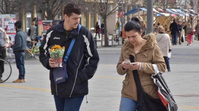 FOTO-GALERIJA 8. MART: Nežni stihovi i ravnopravnost