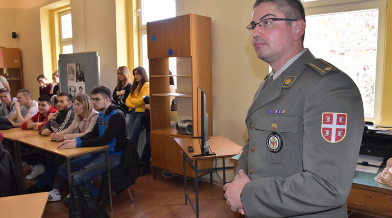 ZA MATURANTE: Počela fakultativna nastava iz odbrane i bezbednosti