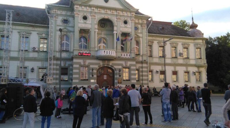 """GRAĐANI PONOVO PROTESTOVALI ZBOG VODE: """"Ujedinjeni fantomi"""" kod gradonačelnika samo uz prisustvo medija"""