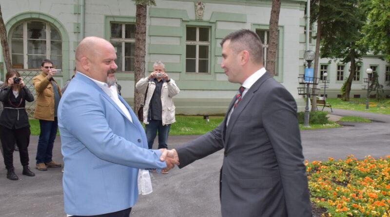 MINISTAR ZORAN ĐORĐEVIĆ PONOVO POSETIO ZRENJANIN: Podsticaj obnovi zgrade Centra za socijalni rad