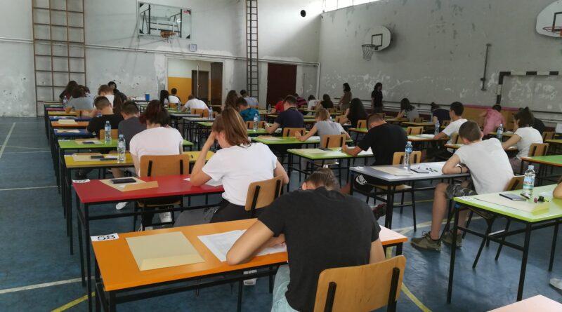 UČENICI OSMOG RAZREDA POLAŽU ZAVRŠNI ISPIT: Mala matura za 1.697 učenika