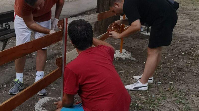 """INICIJATIVA STANARA SA """"RUŽE"""": Postavljena ograda oko dečjeg igrališta"""