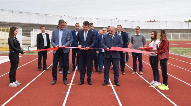 POKRAJINSKI PREMIJER IGOR MIROVIĆ POSETIO GRADSKI STADION: Otvorena atletska staza