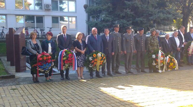 OBELEŽENO 75 GODINA OD OSLOBOĐENJA GRADA U DRUGOM SVETSKOM RATU: Položeni venci na spomenik Žarku Zrenjaninu i borcima Crvene armije