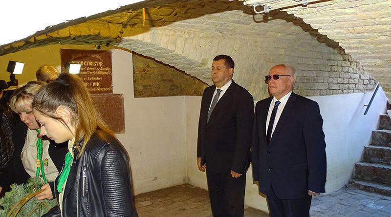Október 6-án a nemzeti gyásznapon Eleméren megemlékezést tartottak